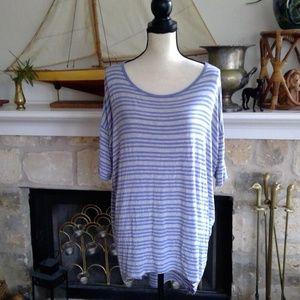 🍾 LuLaRoe lavender/grey striped Irma tunic top
